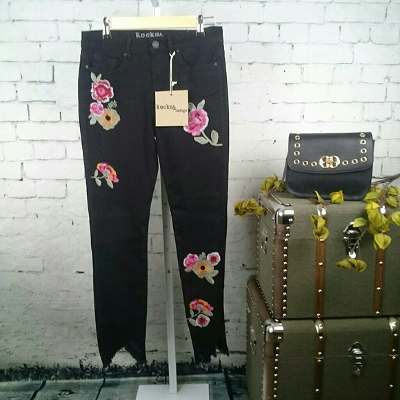 Rocks & Indigo Denim - NWT Rocks & Indigo blk, floral, distressed jeans